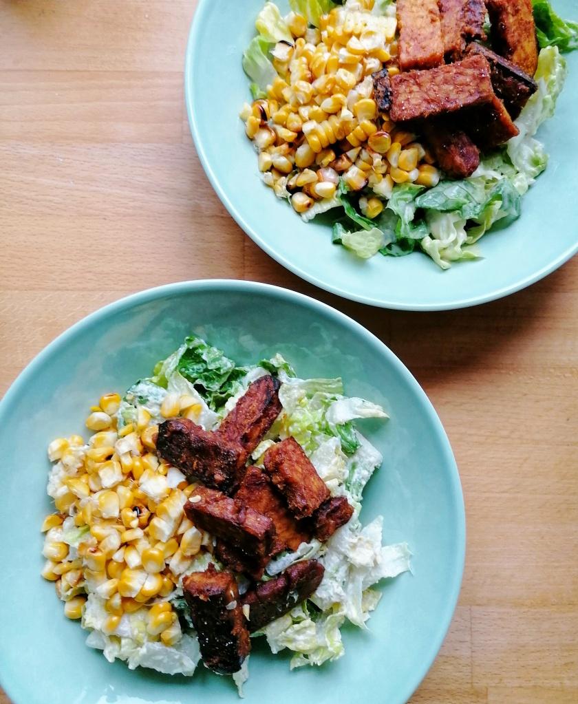 Vegaaninen caesar-salaatti